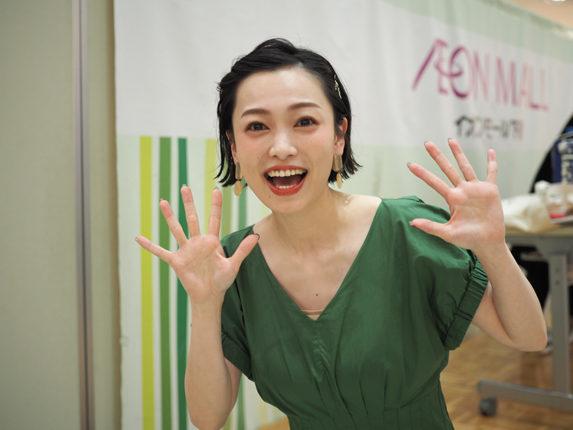 西田あい PA303034